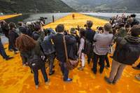 Christo - Walking on Water Bild #4